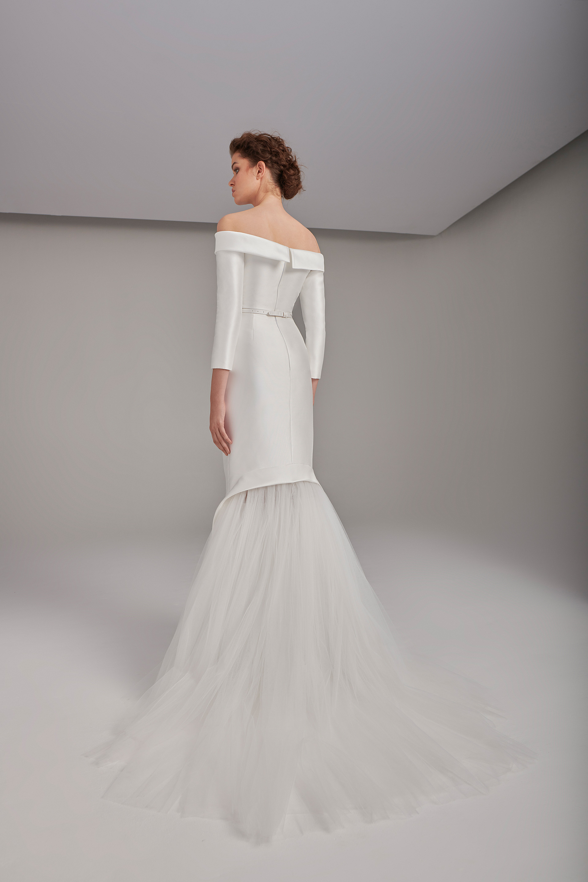 Off-shoulder tubino dress with back flared tulles